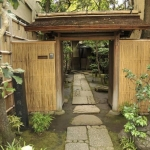 exterior-designs-home-designs-traditional-japanese-home-courtyard-by-andyserrano-on-deviant-art-with-bamboo-as-wall-and-stone-as-walk-way-collections-of-japanese-exterior-idea-924x613