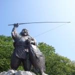 Statue_of_Ebisu_the_God_of_Fishermen_(Kesen-numa,_2005-07-16)