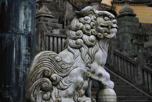 Okazaki style komainu at Kotahira Shrine in Kagawa, Shikoku.