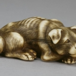 Izumiya_Tomotada_-_Netsuke_in_the_Form_of_a_Dog_-_Walters_711020_-_Three_Quarter